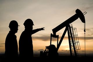 Pointing-at-Pumpjack_2785827_72dpi